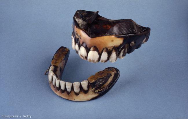 Műfogsor elefántcsontból és emberi fogakból