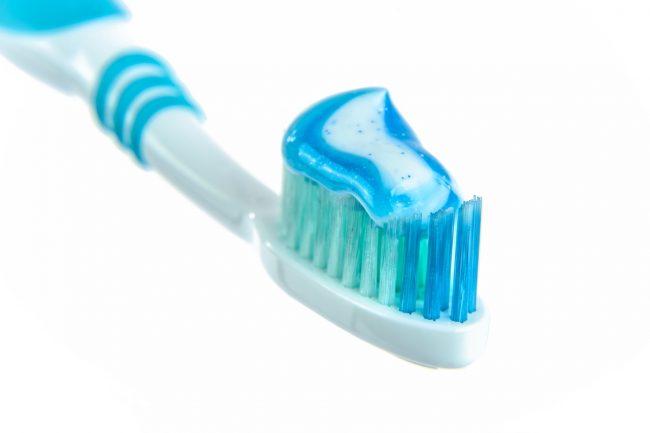 fogkefe fogkrémmel
