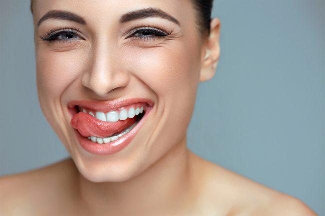 szép női fogak